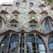 La Casa Battló, de Gaudi. La façade est toute en éclats de verre et de mosaïque